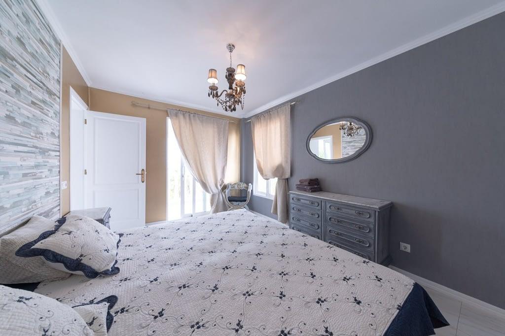 single coliving bedroom